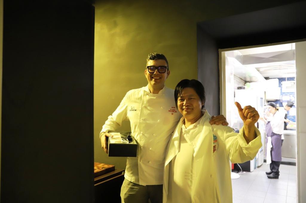 ローマ一つ星レストランALL'OROにて日高シェフと現地シェフ(Riccardo Di Giacinto)